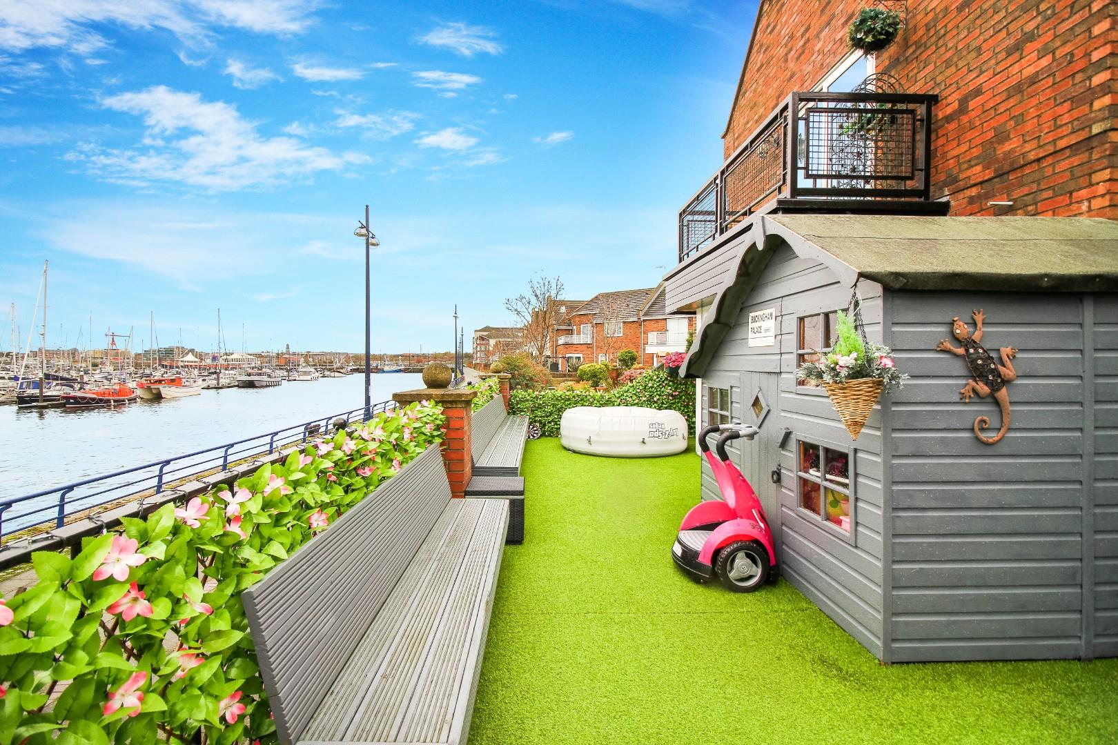 4 House - Terraced